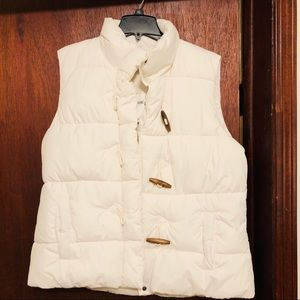 NWT White Gap Puffy Vest w oblong wooden buttons